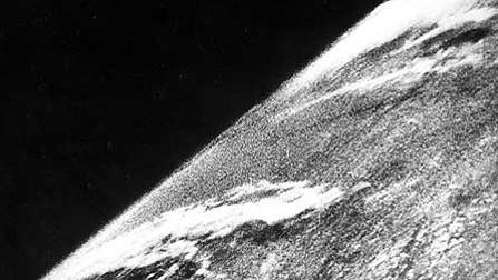La primera fotografía de la Tierra